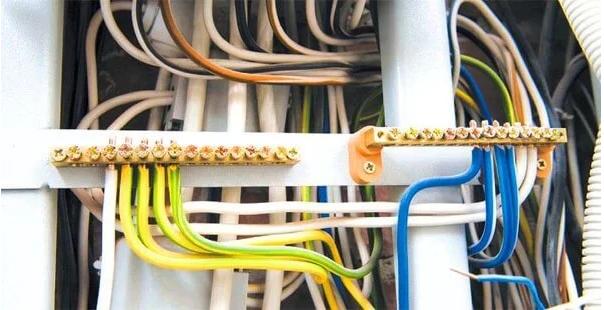 Почему нужно менять старую проводку и автоматы?