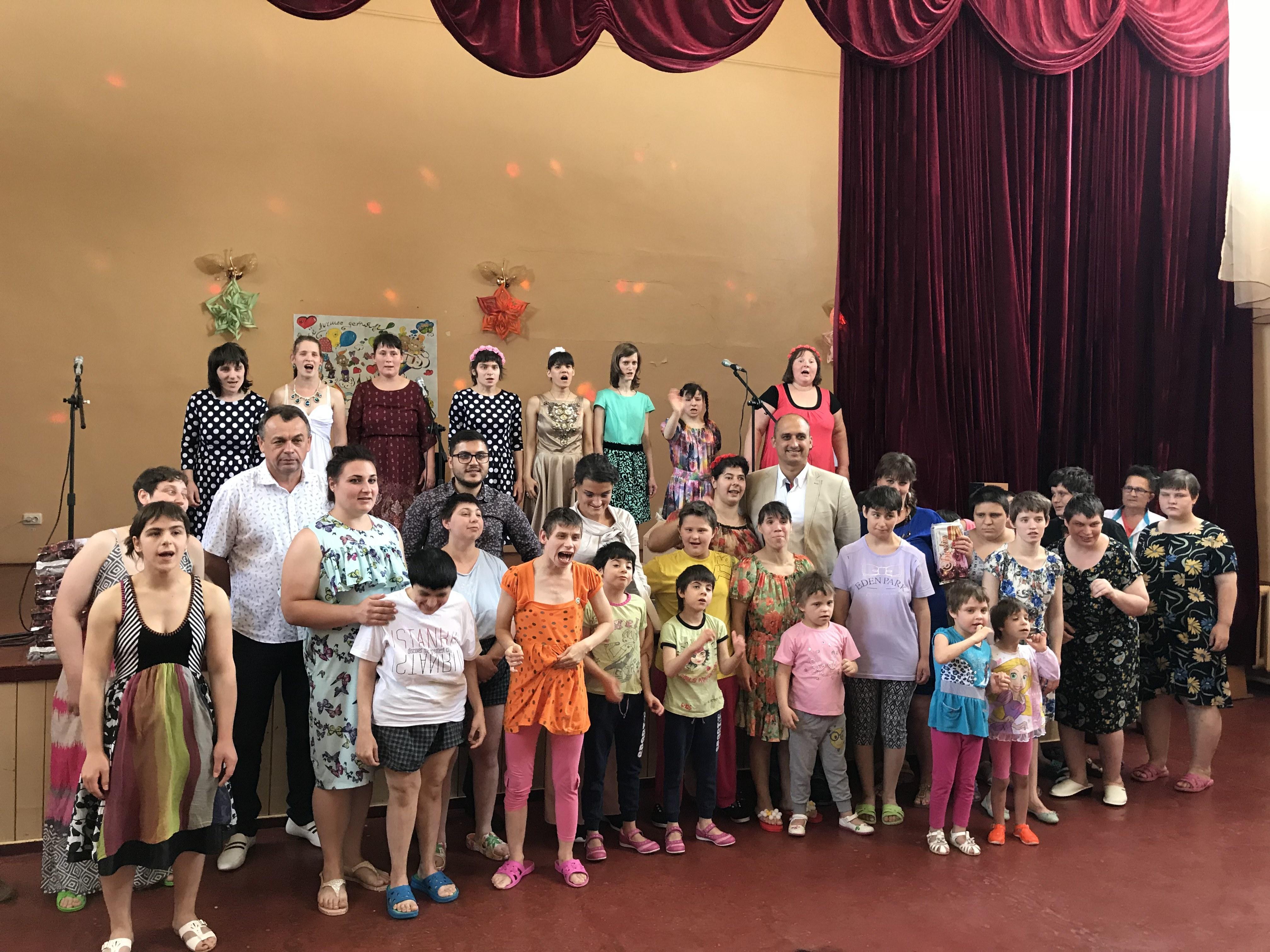 УК Суворовский поздравил воспитанниц детского дома-интернат с праздником